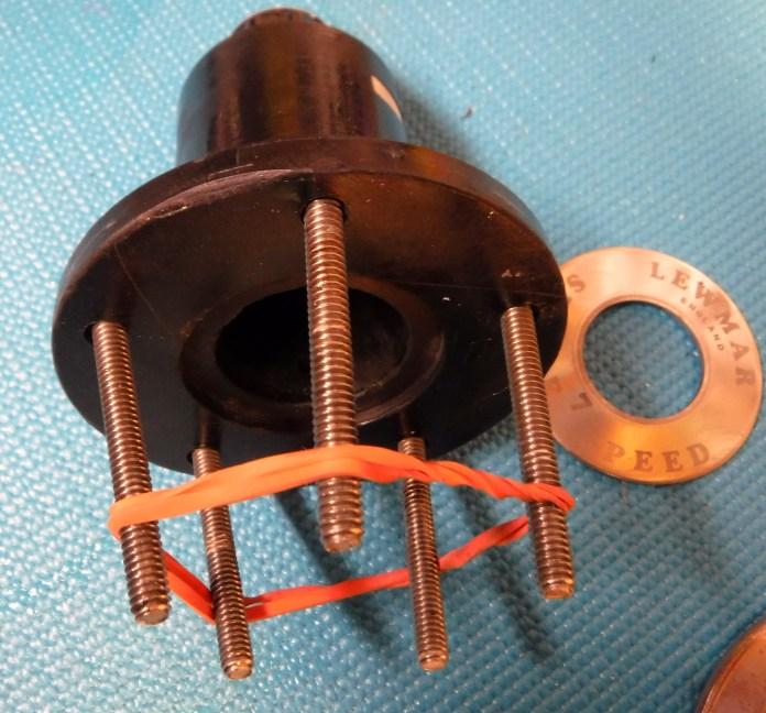 Ingenious bolt retainer